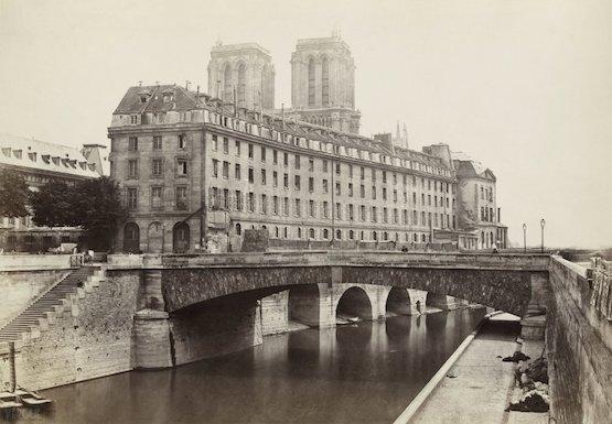 L'Hôtel-Dieu, du quai Saint Michel, vers 1867, Marville premières photos de paris