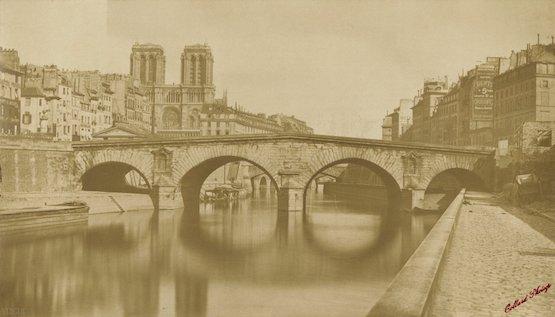 """""""Vue de l'ancien pont Saint-Michel, prise le 12 mai 1857, jour où la circulation est complètement interdite"""", 1857, Auguste Hippolyte Collard premières photos de paris"""
