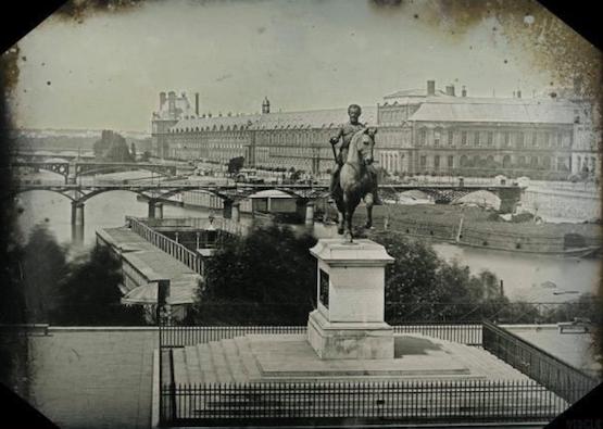 Une des premières photos (daguerréotype) avec la statue d'Henri IV sur le Pont-Neuf, vers 1840