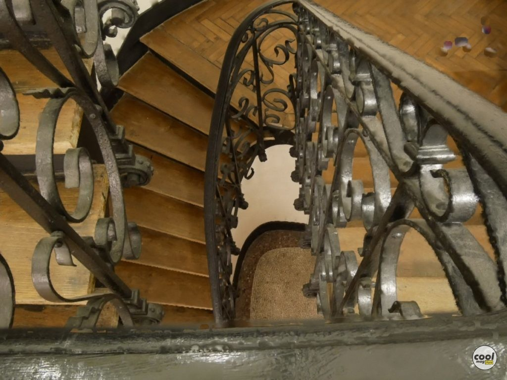 details-escalier-villa-des-arts-paris