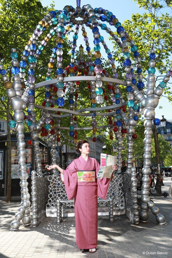 Dusan Bekcic japonaises à paris -Bouche de métro Othoniel