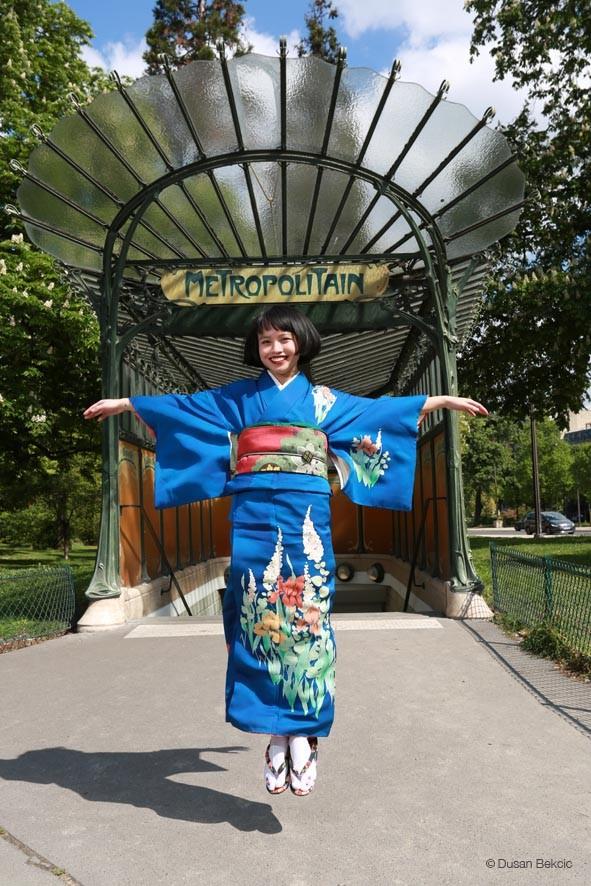 japonaises en kimono à Paris-metropolitain